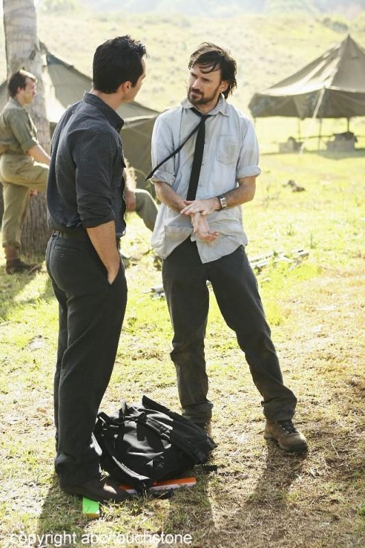 Jeremy Davies e Nestor Carbonell nell'episodio Jughead di Lost