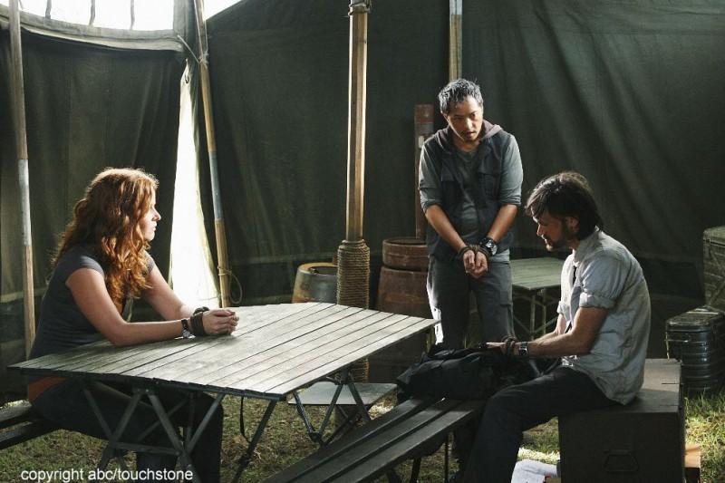 Ken Leung, Jeremy Davies e Rebecca Mader in una scena dell'episodio Jughead di Lost