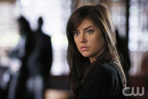 Jessica Stroup in una scena dell'episodio Of Heartbreaks and Hotels di 90210
