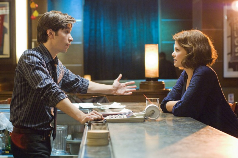 Justin Long e Ginnifer Goodwin in una scena del film La verità è che non gli piaci abbastanza