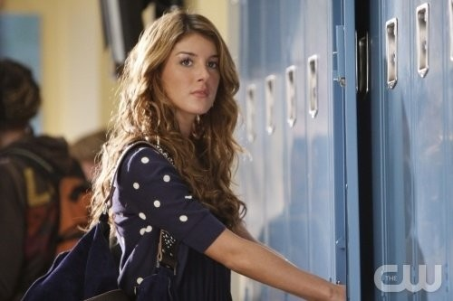 Shenae Grimes in una scena dell'episodio Of Heartbreaks and Hotels di 90210