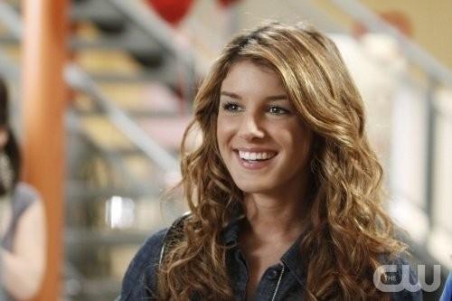 Shenae Grimes nell'episodio Of Heartbreaks and Hotels di 90210