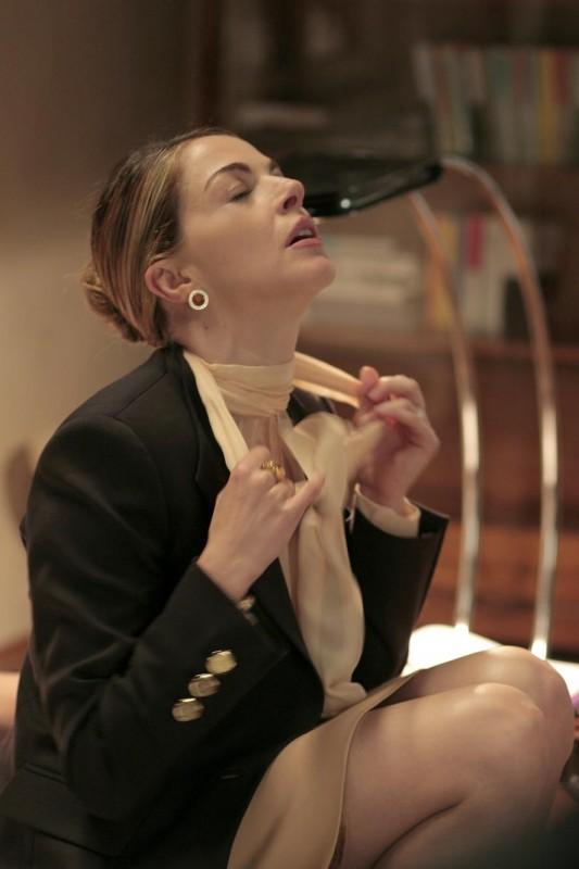 Claudia Gerini in una sequenza di Diverso da chi?