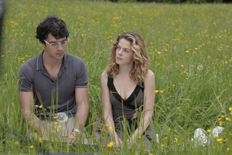 Luca Argentero e Claudia Gerini in un'immagine di Diverso da chi?