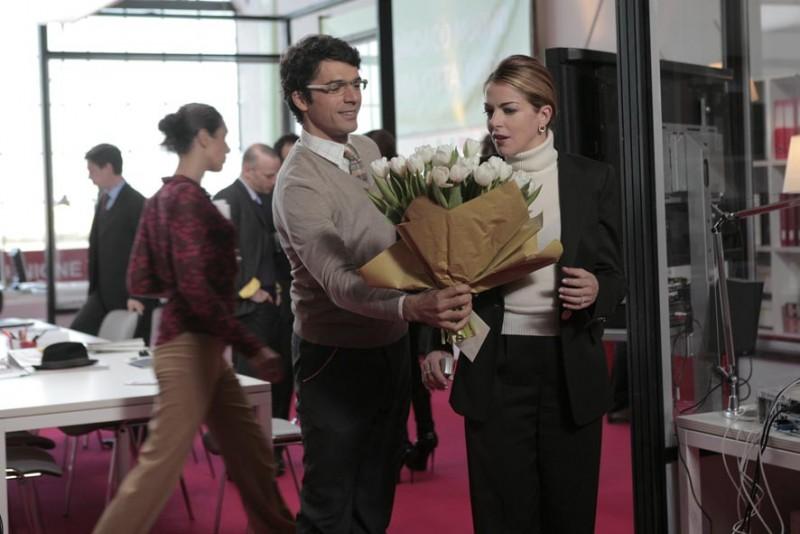 Luca Argentero e Claudia Gerini in una immagine di Diverso da chi?