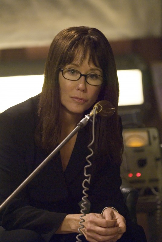 Mary McDonnell  in una scena di The Oath da Battlestar Galactica