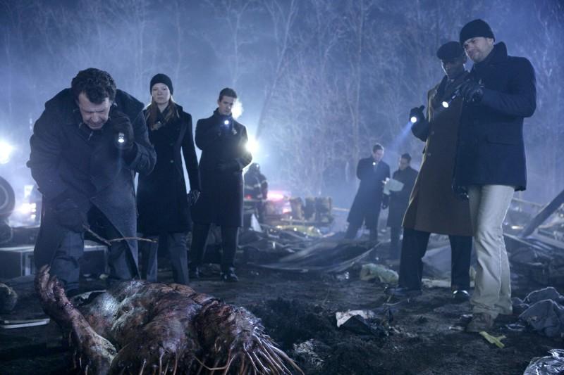Un momento delle indagini dell'episodio The Transformation di Fringe