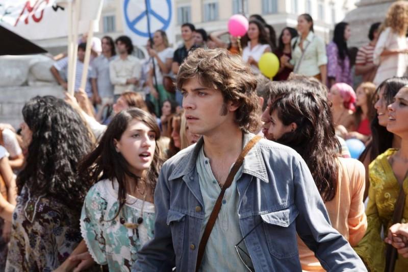Emanuele Bosi è il protagonista maschile del film Questo piccolo grande amore