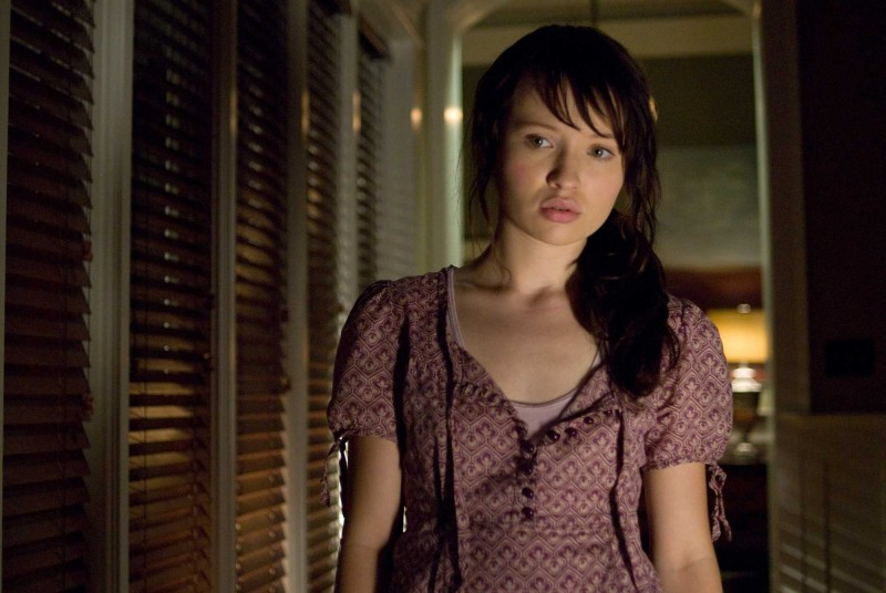 Emily Browning è Anne nel film The Uninvited