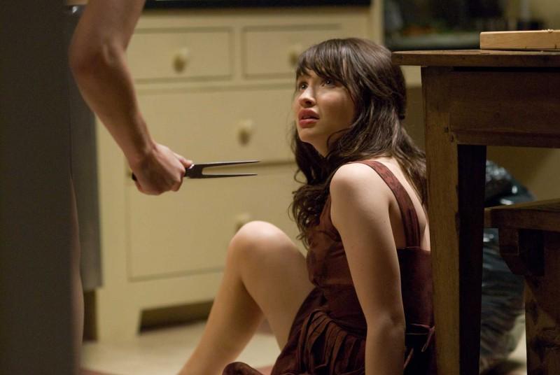 Emily Browning in una scena del film The Uninvited
