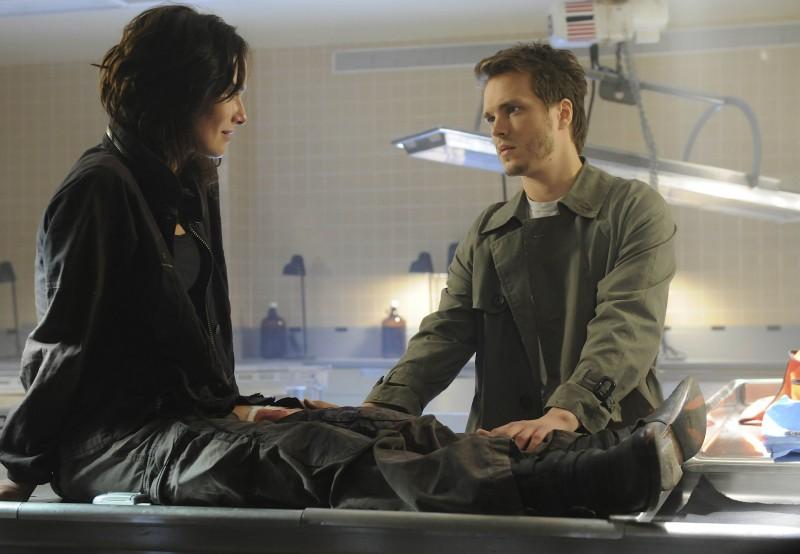 Lena Headey e Jonathan Jackson in una scena dell'episodio The Good Wound di The Sarah Connor Chronicles