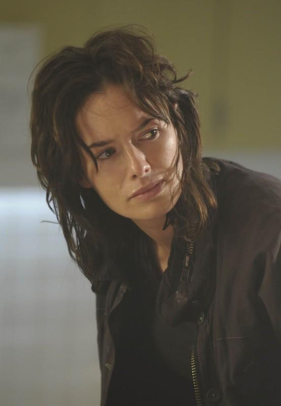 Lena Headey in una scena dell'episodio The Good Wound di The Sarah Connor Chronicles