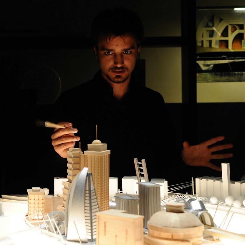 Nicolas Vaporidis in una scena del film Iago, diretto da Volfango De Biasi