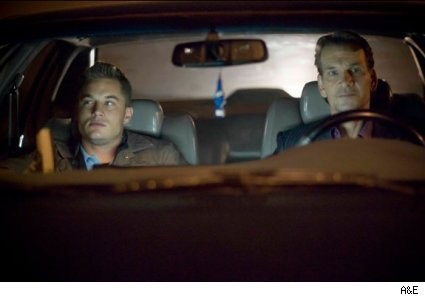 Patrick Swayze e Travis Fimmel in una scena del pilot di The Beast