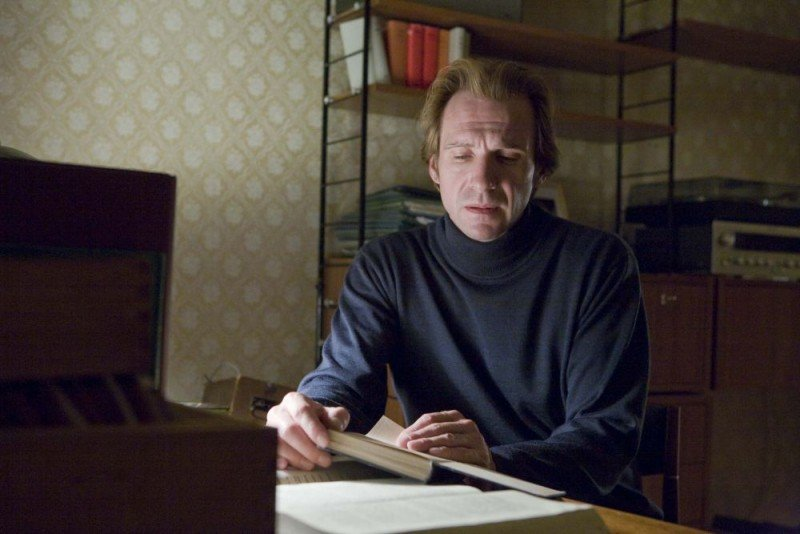 Ralph Fiennes è Michael Berg nel film The Reader
