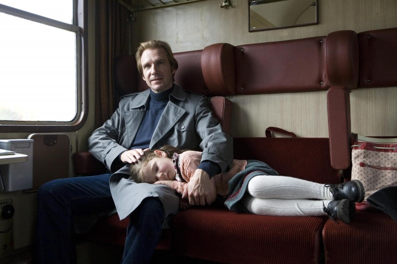 Ralph Fiennes in una scena del film The Reader