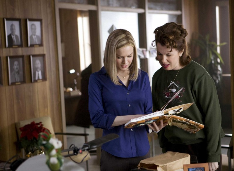 Renée Zellweger e Siobhan Fallon in un'immagine del film New in Town