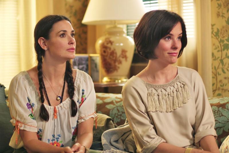 Demi Moore e Parker Posey nel film film Happy Tears