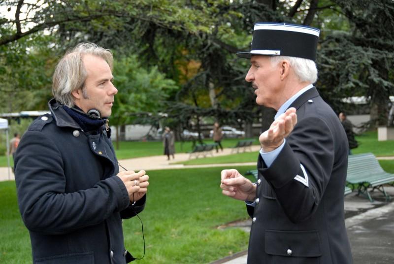 Il regista Harald Zwart e Steve Martin sul set del film La pantera rosa 2