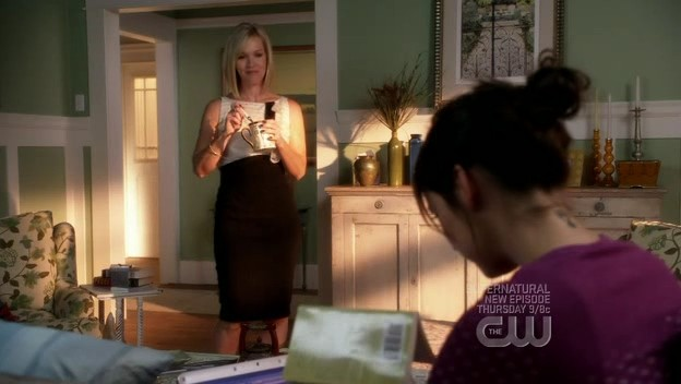 Jennie Garth e Jessica Stroup (di spalle) in una scena dell'episodio By Accident di 90210