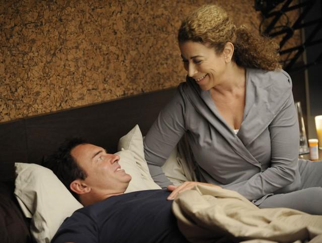 Roma Maffia e Julian McMahon in una scena dell'episodio 'Gene Shelly' della serie tv Nip/Tuck