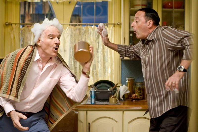 Steve Martin e Jean Reno in una scena del film La pantera rosa 2