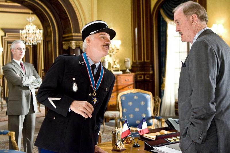 Steve Martin e John Cleese in una scena del film La pantera rosa 2