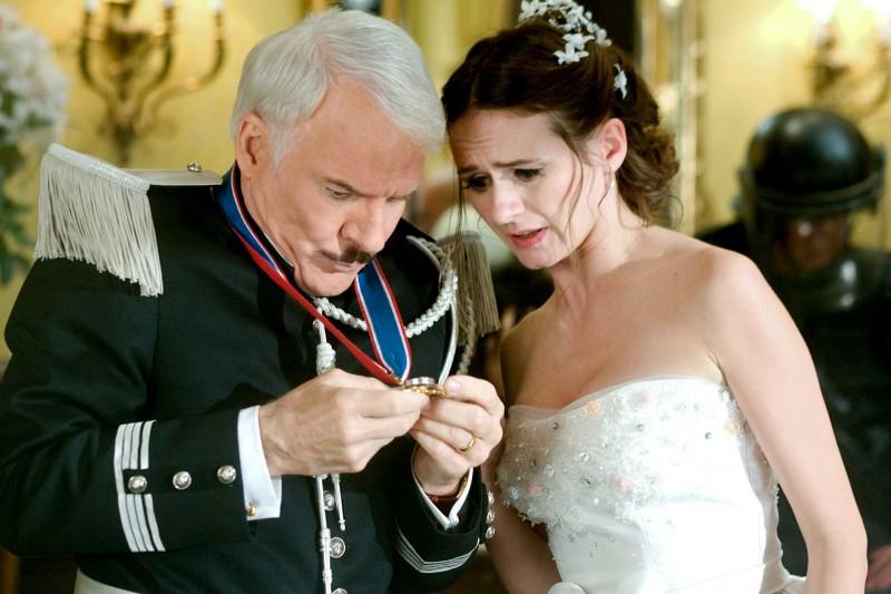 Steve Martin ed Emily Mortimer in un'immagine del film La pantera rosa 2