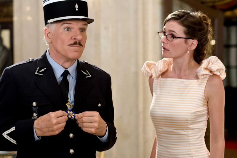 Steve Martin ed Emily Mortimer in una scena del film La pantera rosa 2