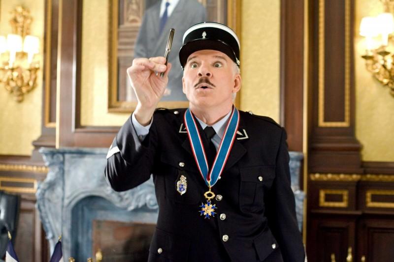 Steve Martin interpreta l'Ispettore Clouseau nel film La pantera rosa 2