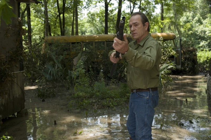 Tommy Lee Jones nel film In the Electric Mist