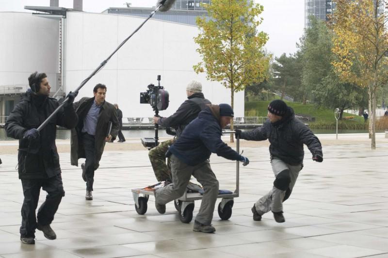 Clive Owen impegnato nelle riprese del film The International, diretto da Tom Tykwer