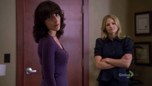 Lisa Edelstein e Jennifer Morrison in una scena dell'episodio Big Baby di Dr. House: Medical Division