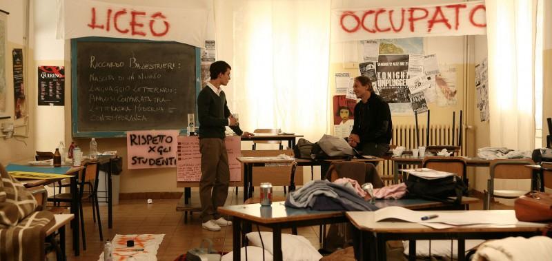 Marco Brenno e Tomas Arana in una scena dell'episodio ... e intanto il tempo se ne va di Tutti pazzi per Amore