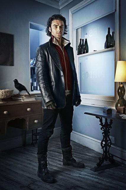 Aidan Turner è Mitchell in una immagine promozionale di Being Human
