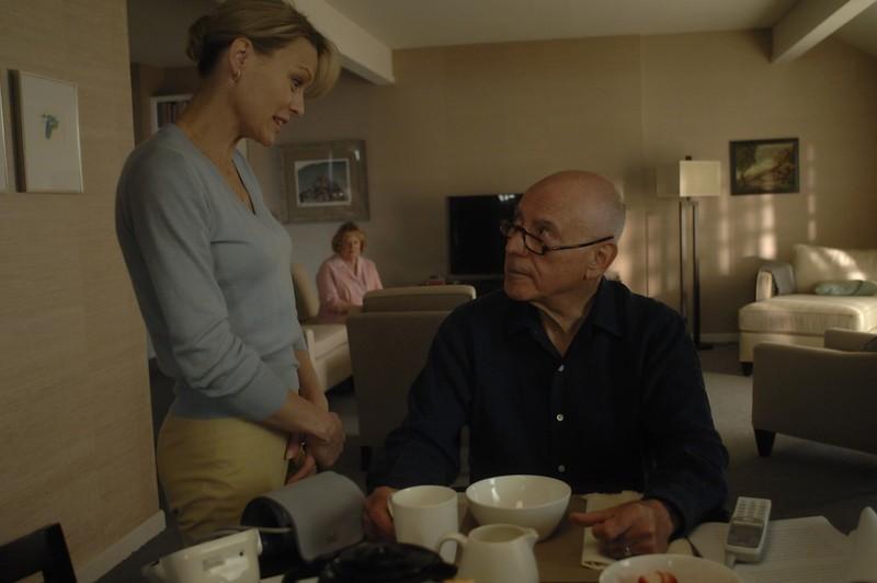 Alan Arkin e Robin Wright Penn in una scena di The Private Lives of Pippa Lee