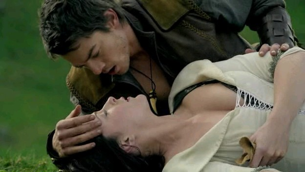 Bridget Regan e Craig Horner in una scena nell'episodio 'Elixir' della serie Legend of the Seeker