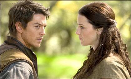 Craig Horner e Bridget Regan in un momento dell'episodio 'Listener' della serie tv Legend of the Seeker