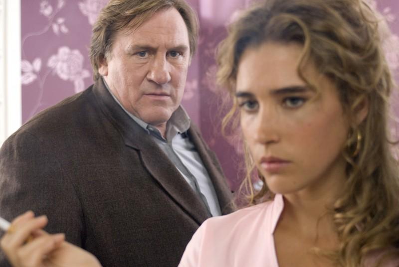Gerard Depardieu e Vahina Giocante in una scena di Bellamy