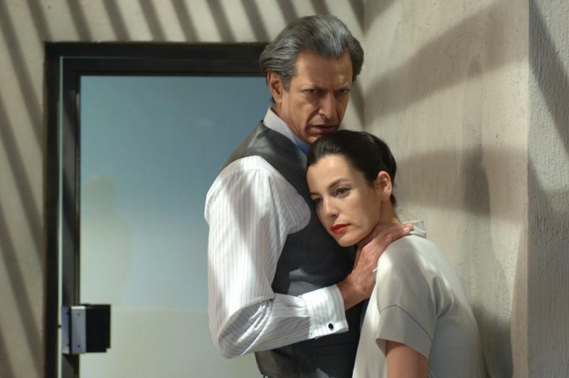 Jeff Goldblum e Ayelet Zurer in una scena di Adam Resurrected