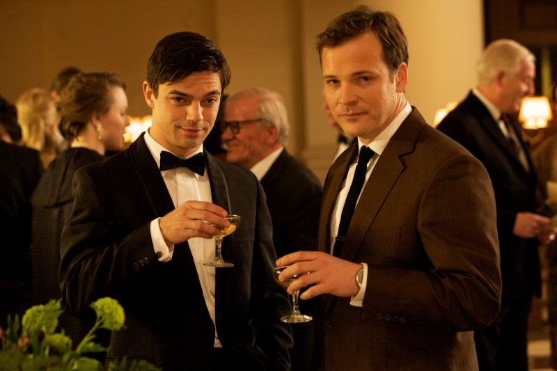Peter Sarsgaard e Dominic Cooper in una scena del film An Education
