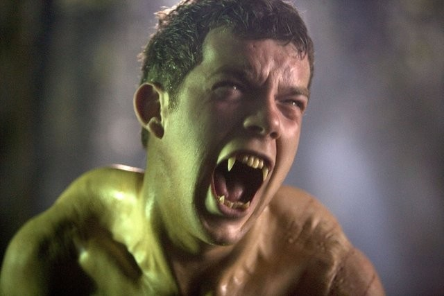 Russell Tovey si trasforma nella serie di Being Human