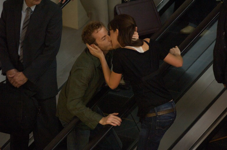 Malik Zidi e Cristiana Capotondi in una scena del film Ex