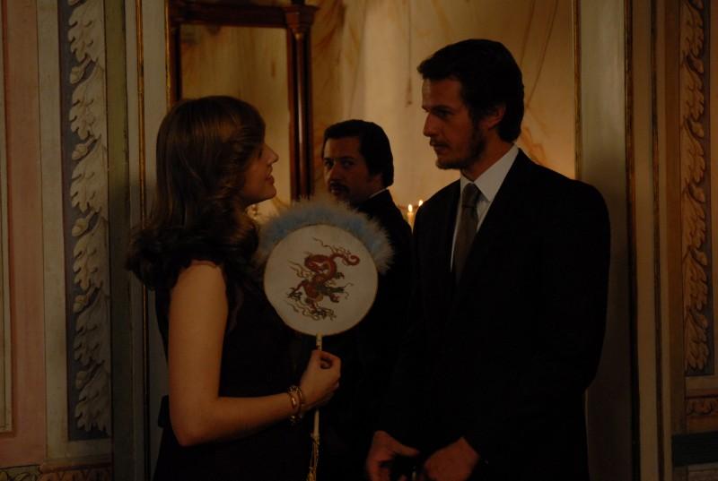 Catarina Wallenstein e Ricardo Trepa nel film Singularidades de uma rapariga loura (Eccentricities Of A Young Blond)