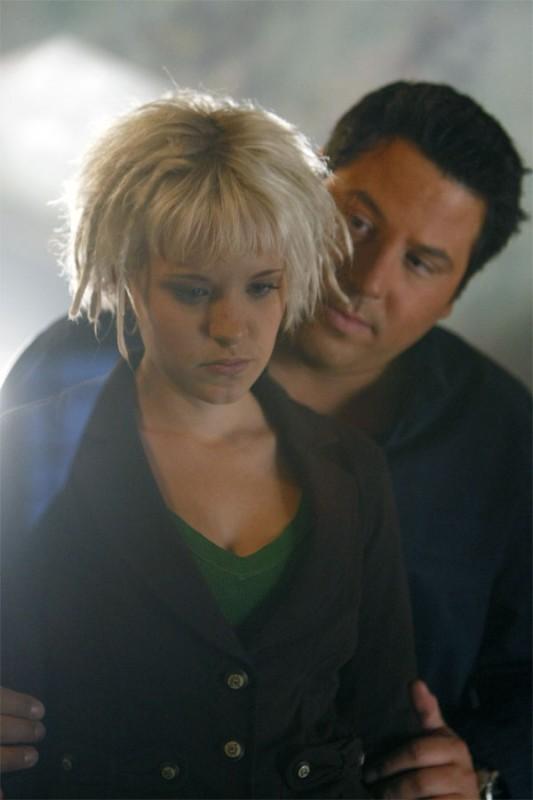 Greg Grunberg e Brea Grant in una scena tratta da A Clear and Present Danger, terza stagione di Heroes