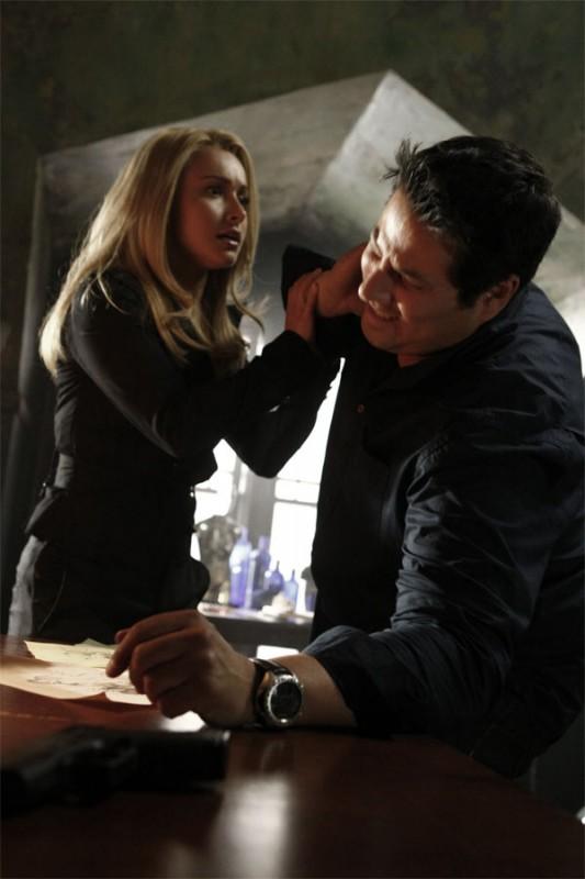 Hayden Panettiere e Greg Grunberg in una scena tratta da A Clear and Present Danger, terza stagione di Heroes