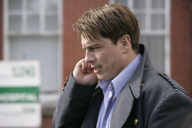 John Barrowman in una scena dell'episodio 'L'agente dormiente' della serie Torchwood