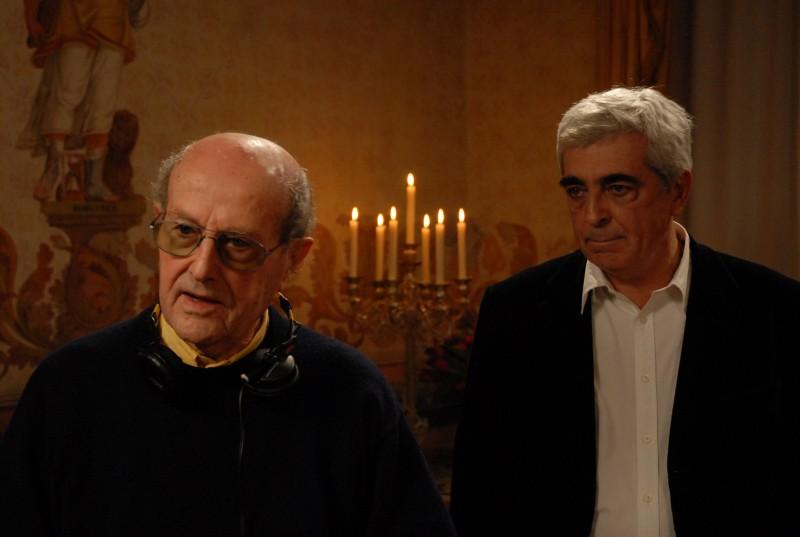 Manoel De Oliveira e Luis Miguel Cintra sul set del film Singularidades de uma rapariga loura (Eccentricities Of A Young Blond)