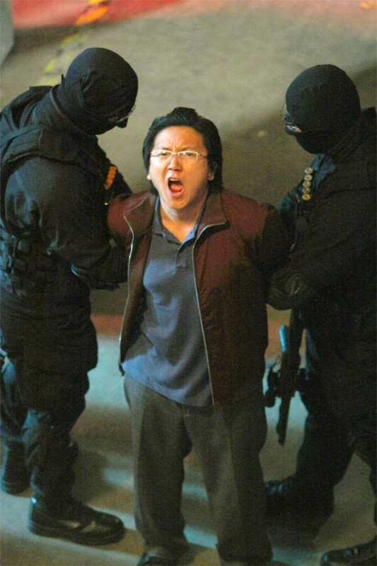 Masi Oka in una scena di A Clear and Present Danger, terza stagione di Heroes