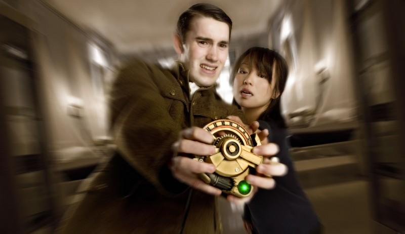 Naoko Mori  e Anthony Lewis in una scena dell'episodio 'Fino all'ultimo uomo' della serie Torchwood